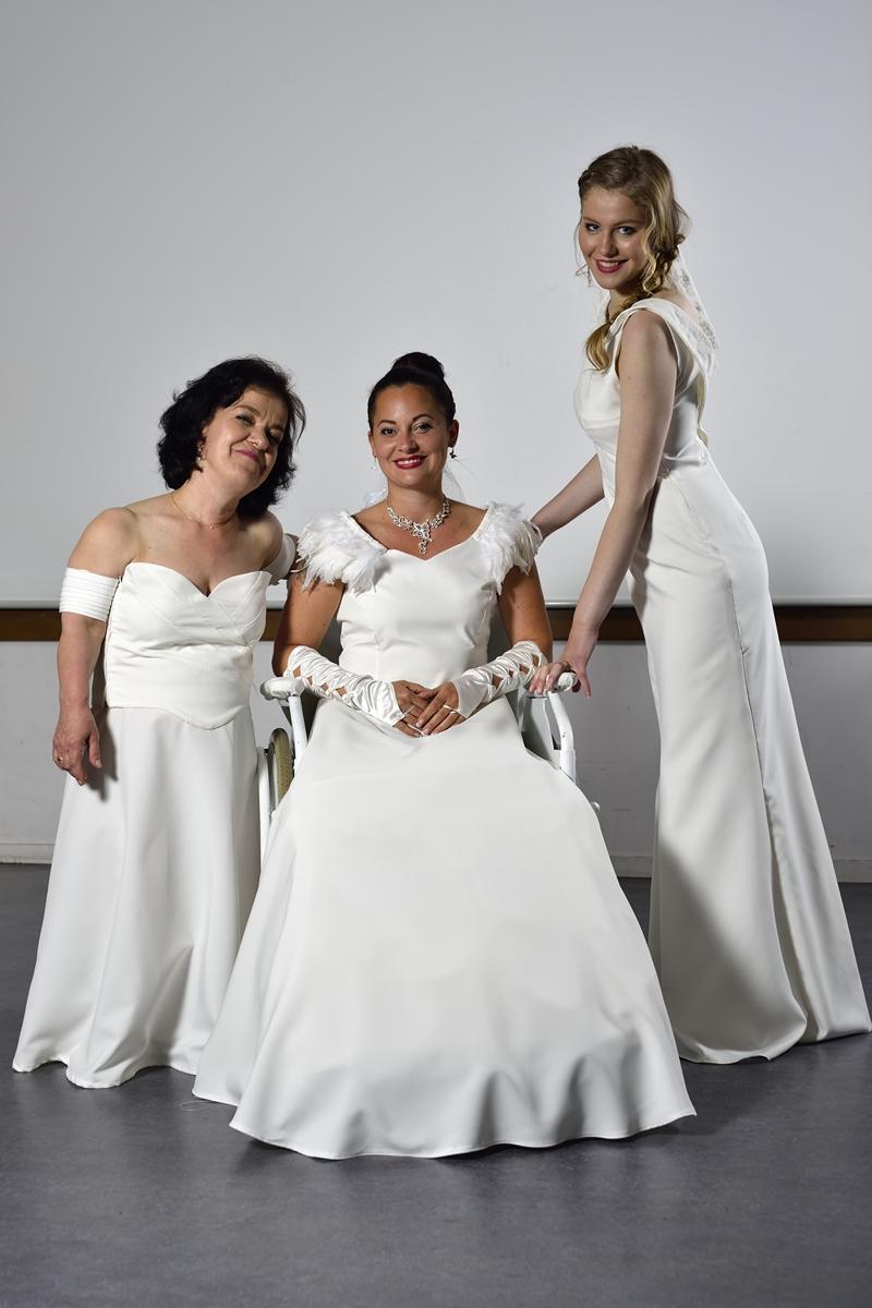 Robes de mariées photo de groupe